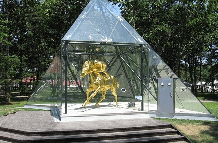 フサイチペガサス像